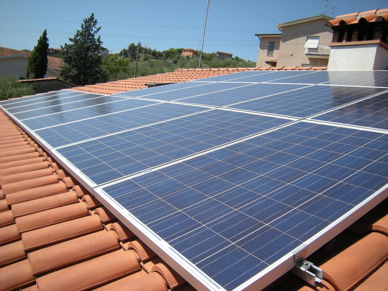 Elettro impianti fotovoltaici for Pannelli solari immagini